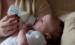 Best Baby Bottle Warmers to Buy in 2021: The First Years vs. Dr Brown's