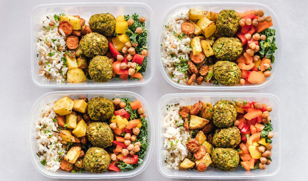 Best Food Storage Containers: Glass vs. Plastic vs. Metal vs. Airtight