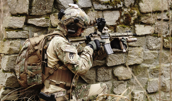What are the Best Tactical Knee Pads for Airsoft and Paintball: Alta vs. BLACKHAWK!